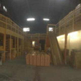 倉庫内の商品棚、事務所、トイレ、検品室