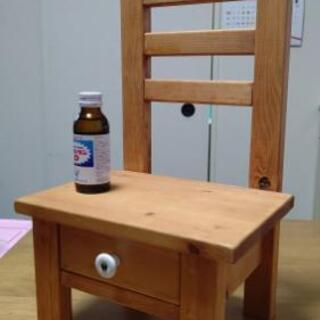 飾り棚と飾り椅子のセット。無料。