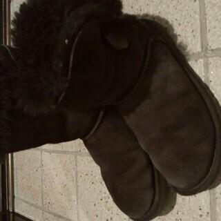 UGGの黒いショートブーツ 23.0㎝