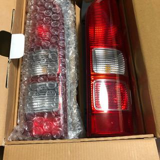 ハイエース 200系3型 の純正テールランプ 新車取り外し品