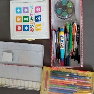 水彩絵具(携帯式)、おりがみ(ケース入り)、パレット、クーピー、...