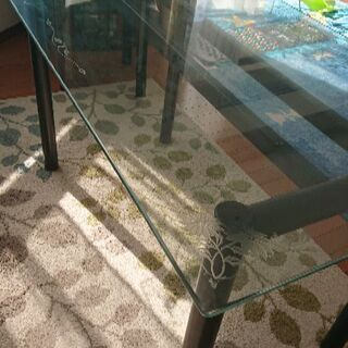 ガラステーブル美品、椅子2脚