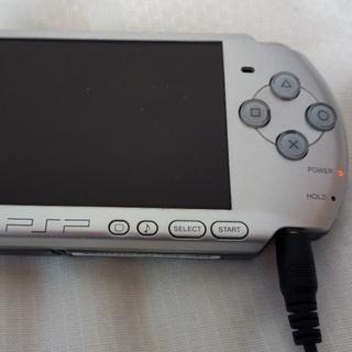 【中古】PSP3000(銀) + ソフト4本 − 東京都