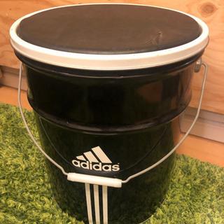 adidasのペール缶