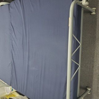 折り畳みセミダブルベッド