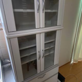 さわやかな白 食器棚