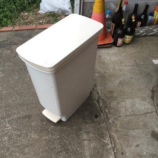 ゴミ箱 足踏み式 サイズ 56-36-20 全体的要清掃