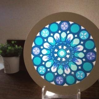 光と色を楽しむ、紙のステンドグラス【ローズウィンドウ】を作ろう