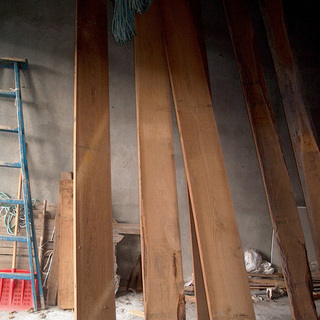 年代物の木材ですが・・■栗の板6枚と汚れた屋根板80枚