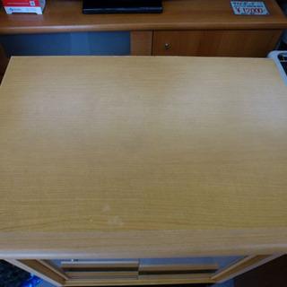 小型食器棚 ガラス引き戸 コンパクト ナチュラルキャビネット ¥2,800- - 売ります・あげます