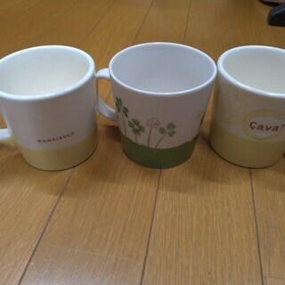 マグカップ 緑色1個 黄色2個