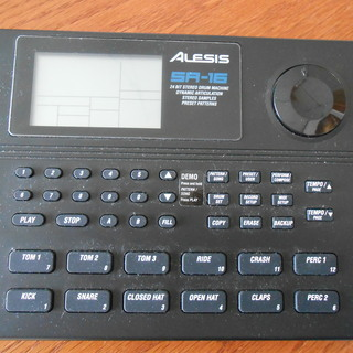 リズムマシン ALESIS SR-16
