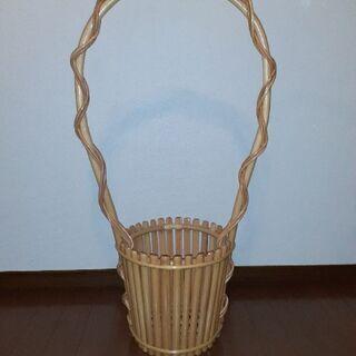 籐製の大型フラワーバスケット