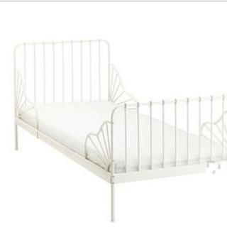IKEA MINNEN 伸長式ベッドフレームマットレスすのこ付き...
