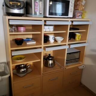 低い食器棚