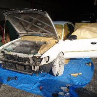 自動車の小物パーツ、バンパー塗装します。