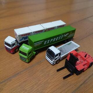 トミカ  トレーラーと工事車両セット