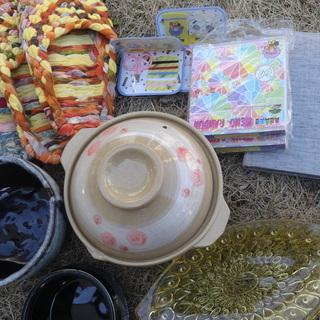 無料 中古キッチン用具と日用雑貨 鍋 懐中電灯