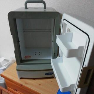 【車内でも使える】ミニ冷蔵庫【手で持てます】