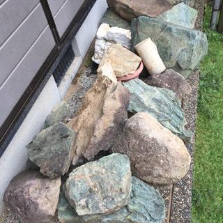庭の石 どなたか引き取ってください!