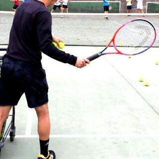 テニスの球だし手伝います