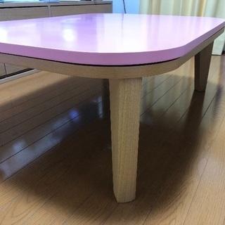 ピンクの長方形テーブル