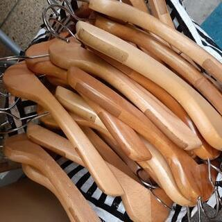 ハンガー大量・古着屋さん、フリマに♪ 業務用木製ハンガー57本