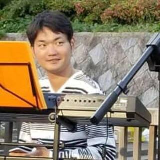 ピアノで弾き語りをしたい人!バンドやデュオでピアノやキーボードを...