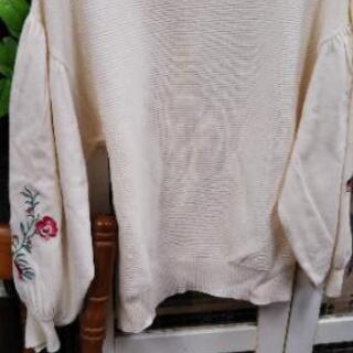 無料。白、クリーム色のGUの春物セーター