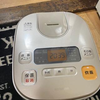 No.105 アイリスオーヤマ 5.5号炊き炊飯器 201…