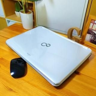 corei7メモリ8Gで超高性能! 超大容量1T♪ 4コア8スレッド★ ブルーレイ対応♪ 美品! 最新Windows10 64Bit☆ 可愛い光沢パールホワイト☆ 薄型軽量で持ち運びも可能♪ 富士通 FUJITSU LifeBook 大画面15.6インチ  白色 高級感 ウェブカメラ&テンキー内蔵  ノートパソコン 無線LAN Wi-Fi対応  マウス付き DVDドライブ - 売ります・あげます
