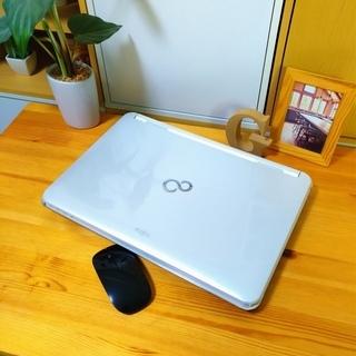 corei7メモリ8Gで超高性能! 超大容量1T♪ 4コア8スレッド★ ブルーレイ対応♪ 美品! 最新Windows10 64Bit☆ 可愛い光沢パールホワイト☆ 薄型軽量で持ち運びも可能♪ 富士通 FUJITSU LifeBook 大画面15.6インチ  白色 高級感 ウェブカメラ&テンキー内蔵  ノートパソコン 無線LAN Wi-Fi対応  マウス付き DVDドライブの画像