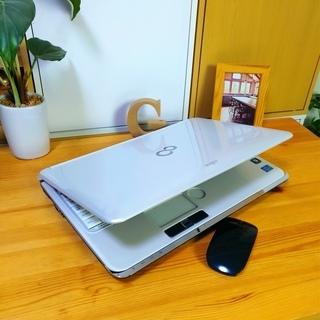 corei7メモリ8Gで超高性能! 超大容量1T♪ 4コア8スレッド★ ブルーレイ対応♪ 美品! 最新Windows10 64Bit☆ 可愛い光沢パールホワイト☆ 薄型軽量で持ち運びも可能♪ 富士通 FUJITSU LifeBook 大画面15.6インチ  白色 高級感 ウェブカメラ&テンキー内蔵  ノートパソコン 無線LAN Wi-Fi対応  マウス付き DVDドライブ − 福岡県