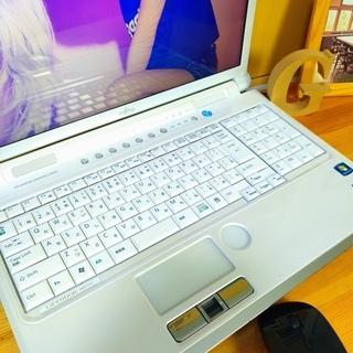 corei7メモリ8Gで超高性能! 超大容量1T♪ 4コア8スレッド★ ブルーレイ対応♪ 美品! 最新Windows10 64Bit☆ 可愛い光沢パールホワイト☆ 薄型軽量で持ち運びも可能♪ 富士通 FUJITSU LifeBook 大画面15.6インチ  白色 高級感 ウェブカメラ&テンキー内蔵  ノートパソコン 無線LAN Wi-Fi対応  マウス付き DVDドライブ - パソコン