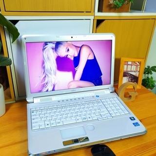 corei7メモリ8Gで超高性能! 超大容量1T♪ 4コア8スレッド★ ブルーレイ対応♪ 美品! 最新Windows10 64Bit☆ 可愛い光沢パールホワイト☆ 薄型軽量で持ち運びも可能♪ 富士通 FUJITSU LifeBook 大画面15.6インチ  白色 高級感 ウェブカメラ&テンキー内蔵  ノートパソコン 無線LAN Wi-Fi対応  マウス付き DVDドライブ - 福岡市