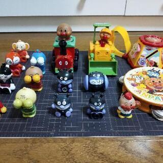 アンパンマンおもちゃ(ブロック人形、指人形、タンバリンなど)