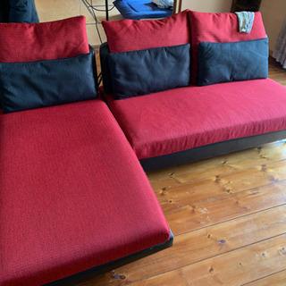 赤い3人がけソファ(sofa)