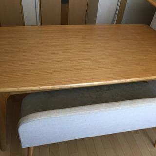 ダイニングテーブル(幅149×奥行き80㎝)