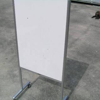 自立型ホワイトボード、裏は画鋲,掲示版 中古汚れ、傷が有ります。
