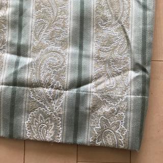 【値下げしました】ユザワヤのカーテンA(明るいグリーンに、白い植...