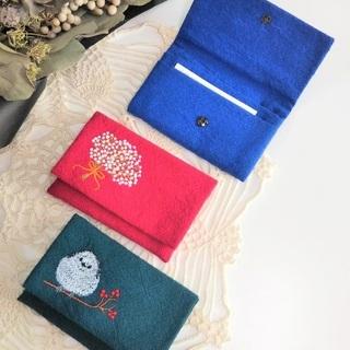 シマエナガちゃん刺繍のカードケース、イエローの便利ポーチなど