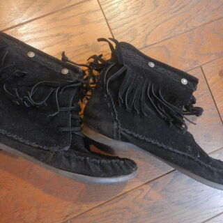 革のショートブーツ スタッズ フリンジ ブラック