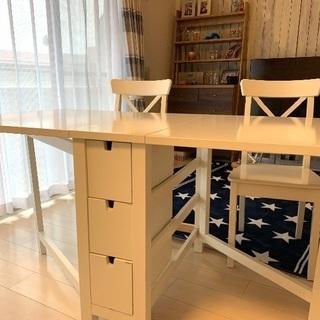 IKEAのダイニングテーブルと椅子2つのセット