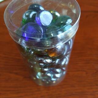 ビー玉? 半円形の様なガラス玉 86個