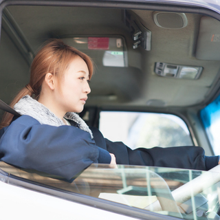 未経験OK<月収27万円以上可能な3t車ドライバー>交通費支給◎...