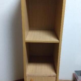扉つき本棚