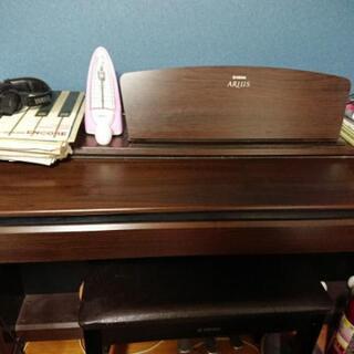 電子ピアノ(メトロノームと楽譜付き)