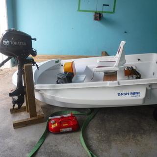 2馬力エンジン(免許不要)2人乗りボート、魚群探知機