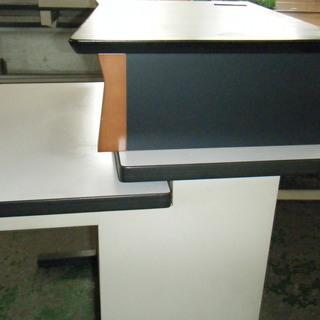 パソコン使用していた台付き机 - 家具