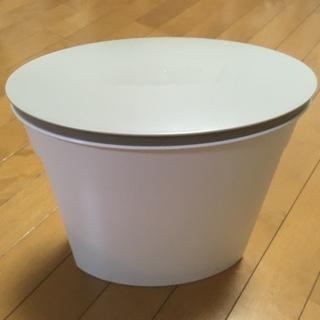 <ほぼ新品>お米袋そのまま保存ケース 5kg ホワイトを差し上げ...